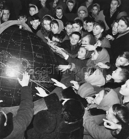 Schoolboys and schoolgirls in Moscow planetarium, 1959. Photo by ТАСС.