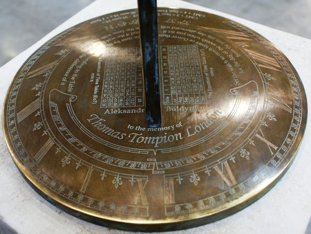 At the north part of the dial I have etched «Aleksandr Boldyrev to the memory of Thomas Tompion, London